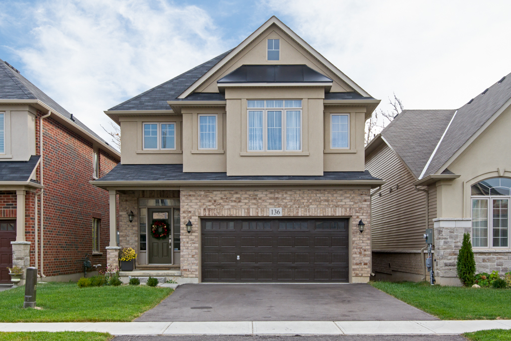 136 Echovalley Drive, Stoney Creek